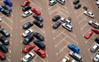 Как правильно парковаться между машинами? расписываем в деталях
