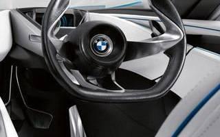 Руль бьет на малой скорости или при торможении, что делать: обзор возможных причин